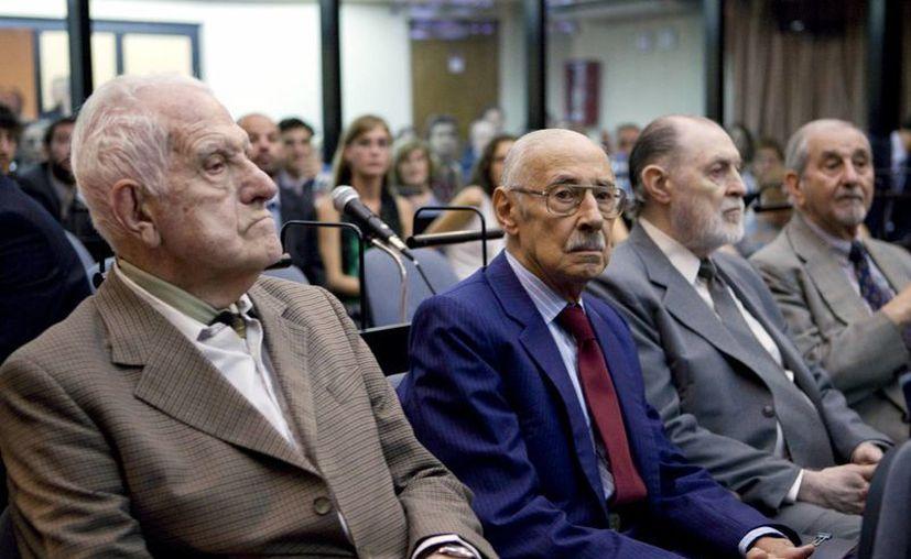El extinto exdictador Videla durante el juicio donde se le declaró culpable por crímenes de lesa humanidad. (Archivo/Agencias)