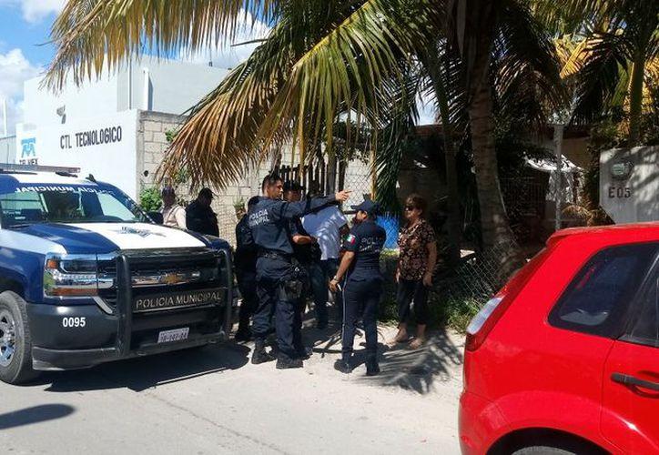 Elementos de Seguridad Pública lograron la detención del sujeto señalado de cometer el doble robo. (Foto: Redacción/SIPSE)