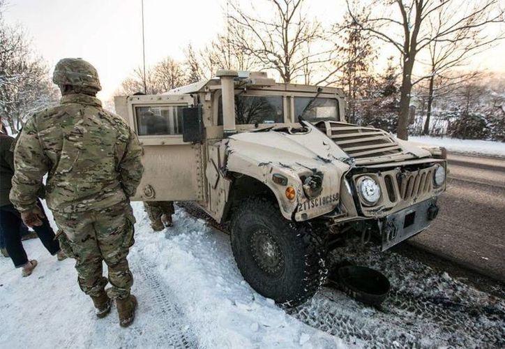 El camión que transportaba municiones para tanques de guerra se estampó en el sitio donde se ubican las tropas estadounidenses.(Archivo/AP)