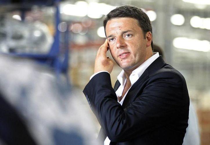 Armani sugirió al primer ministro italiano Matteo Renzi (foto) que use un vestuario más elegante y serio. (EFE/Archivo)