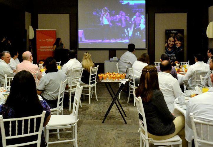 La Universidad Anáhuac Mayab inició el año como líder en el Sureste del país. La imagen corresponde al desayuno con la prensa. (Daniel Sandoval/SIPSE)