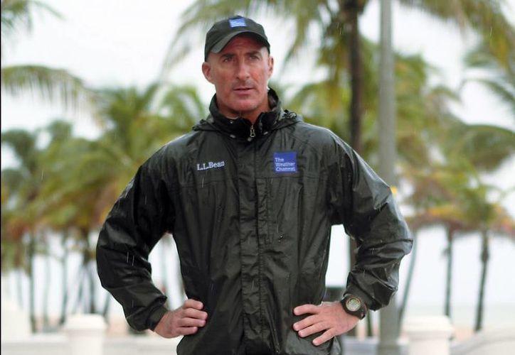 Jim Cantore, del Weather Channel, es miembro del nuevo grupo de celebridades de la TV de EU, las del pronóstico meteorológico. (AP)