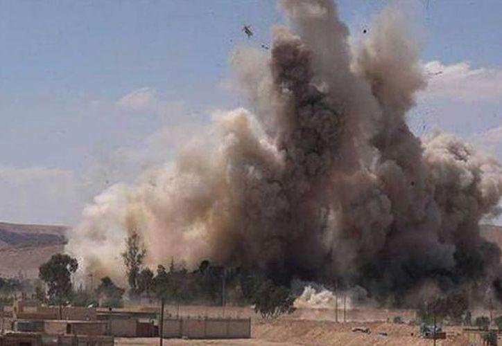 El miércoles, el Estado Islámicop atacó una ciudad al noroeste de Siria. El grupo yihadista ha sufrido la pérdida de unos diez mil elementos, según datos de EU. (Archivo/AP)