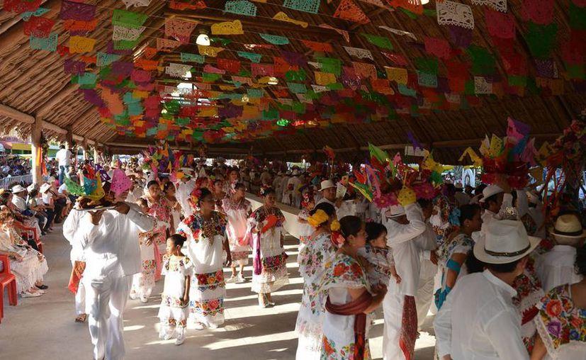 La fiesta se realiza en la última semana de abril hasta el 3 de mayo. (Gustavo Villegas/SIPSE)