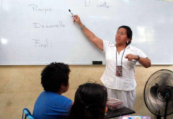 Los profesores de Yucatán que aprueben los siete niveles del examen que sustituye al de la Carrera Magisterial podrán ganar hasta 188 por ciento más de su salario actual, según  el SNTE. La imagen está utilizada solo con fines ilustrativos. (SIPSE)