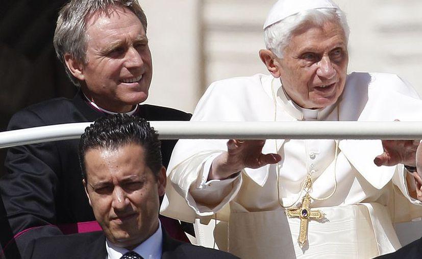 Gabriele (debajo) recibió el indulto de Benedicto XVI. (Archivo/Agencias)