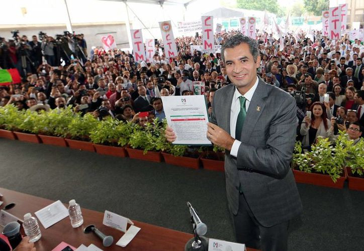 Enrique Ochoa Reza cuando registró su candidatura a la presidencia del del PRI ante la Comisión Nacional de Procesos Internos, el pasado 11 de julio. (Archivo/Notimex)