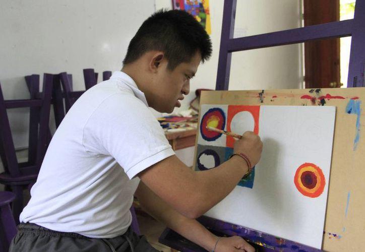 Fundaciones de educación para niños con discapacidad fomentan el arte en sus clases. (Tomás Álvarez/SIPSE)
