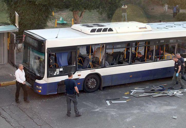 Las autoridades de Israel desconocen si la explosión en el autobús se trata de un acto terrorista. (EFE)