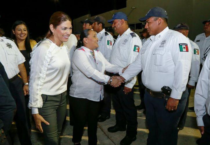 La alcaldesa suplente reconoció el trabajo que ha realizado Cristina Torres en la administración. Foto: Redacción