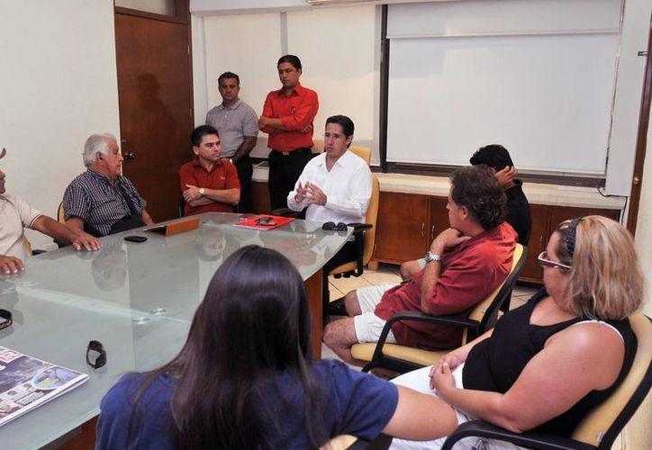 Alcalde se reúne con operadores de la Marina Caleta. (Cortesía/SIPE)