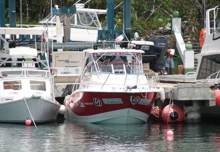 Ambulancia acuática permanece en resguardo marítimo. (Julián Miranda/SIPSE)