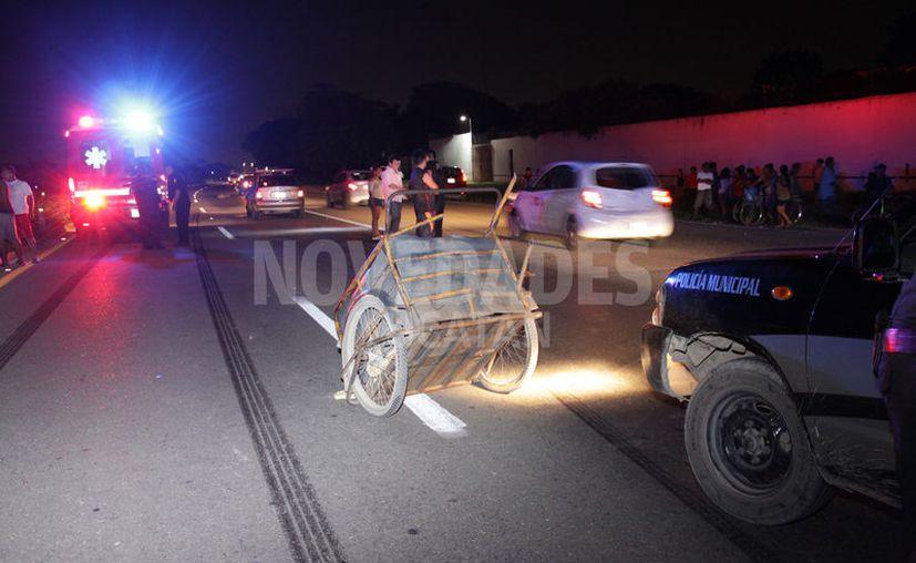 El hombre iba empujando un triciclo al momento del impacto. (Novedades Yucatán)