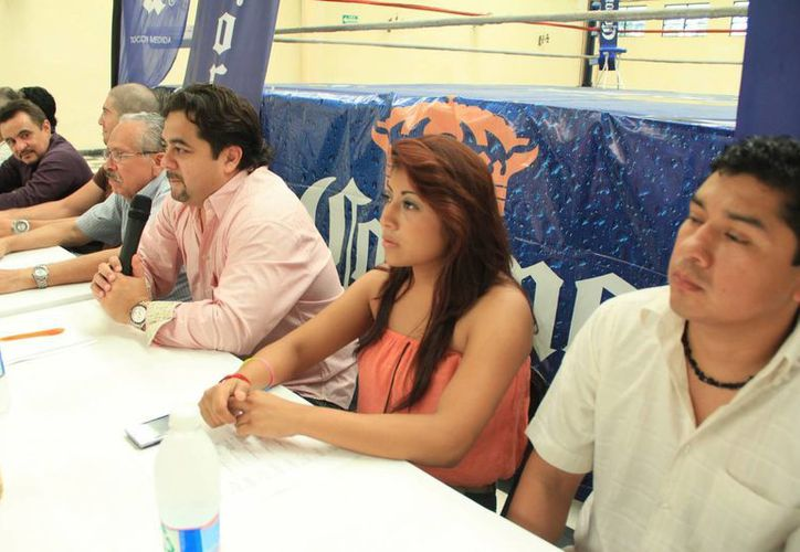 Melba (2-i) quiere ser la primera yucateca en disputar un cetro mundial. (José Acosta/Milenio Novedades)