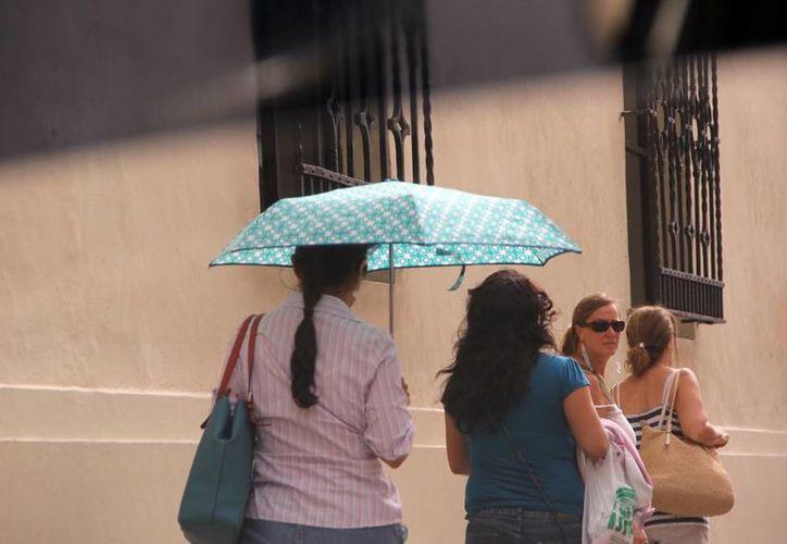 El jueves, por breves momentos, el Sol calentó a Mérida. (José Acosta/SIPSE)