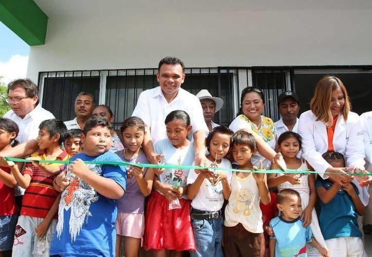 Ayer, el gobernador Rolando Zapata puso en funcionamiento el Centro de Salud de Tabi, obra en la que se erogaron recursos superiores a los tres millones de pesos. (Cortesía)