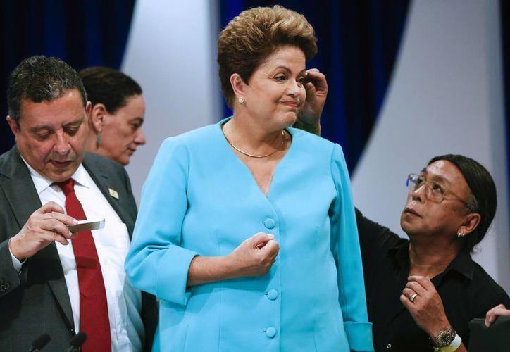 Dilma Rousseff enfrenta sendos escándalos, como el caso Petrobras, que han mermado el favor de la opinión pública. (AP)