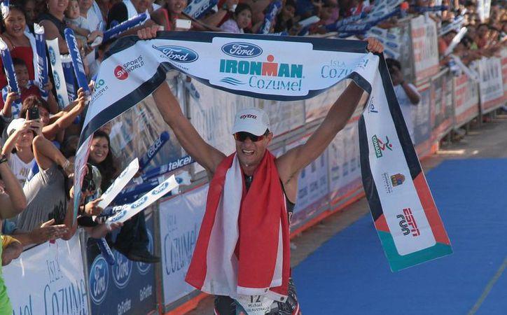 Michael Weiss es el nuevo campeón del Ironman de Cozumel. (Julián Miranda/SIPSE)