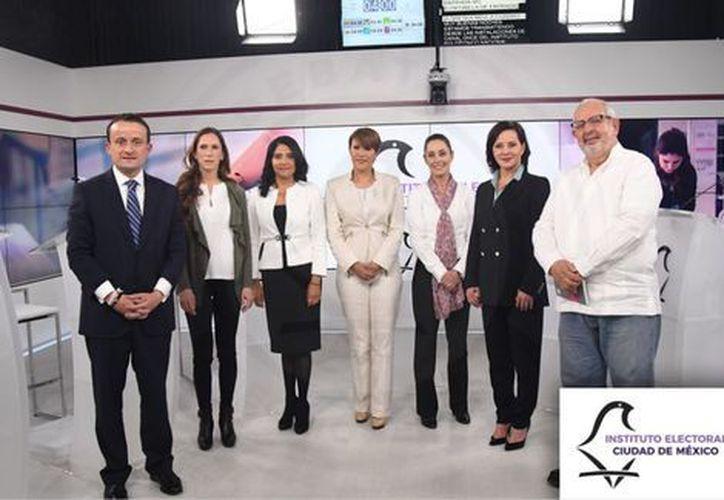 Presentan propuestas Alejandra Barrales, Claudia Sheinbaum, Marco Rascón, Mariana Boy, Purificación Carpinteyro, Mikel Arriola y Lorena Osornio. (Milenio)