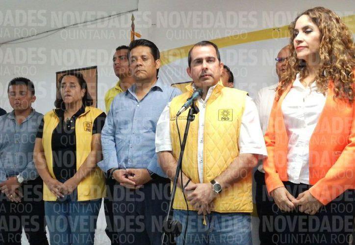 En rueda de prensa, Jorge Aguilar anunció que impugnarán la negativa del Ieqroo. (Claudia Olavarría/ SIPSE)