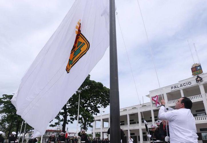 La bandera representa el corazón quintanarroense milenario, la cultura maya y moderna. (Cortesía/SIPSE)