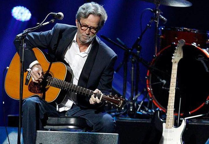 Eric Clapton reveló en una entrevista que padece una enfermedad que deteriora progresivamente su capacidad para tocar la guitarra. (Excelsior)