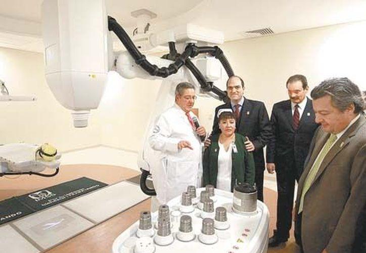 Primer aparato oncológico de última generación en América Latina. (Milenio)