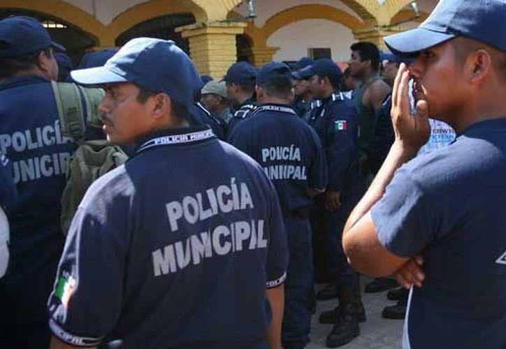 Los policías permanecen en el edificio de la Fiscalía General del estado donde rinden su declaración correspondiente. (Archivo/animalpolitico.com)