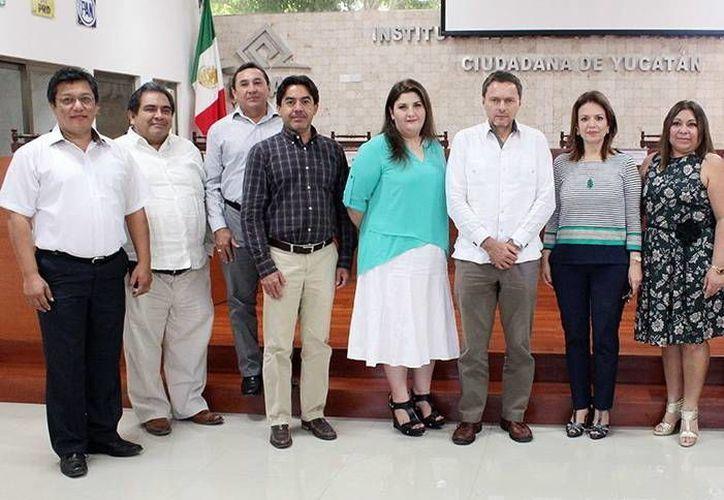 Representantes del Iepac y de la CIRT se reunieron para organizar un debate de candidatos. (Milenio Novedades)