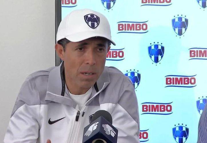 Carlos Barra deja de ser el entrenador de Rayados de Monterrey. (univision.com/Foto de archivo)