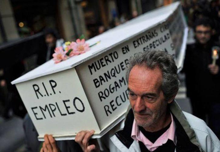 España se encuentra en recesión desde hace cuatro años y cuenta con un índice de desempleo del 27.2 por ciento. (Archivo/AP)