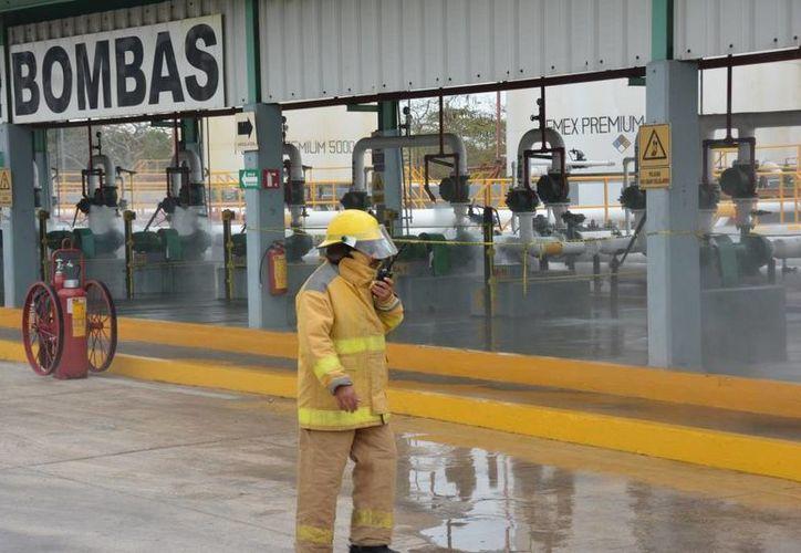 El simulacro de seguridad no implicó riesgos para los trabajadores de Pemex ni vecinos de la terminal.  (Cortesía)