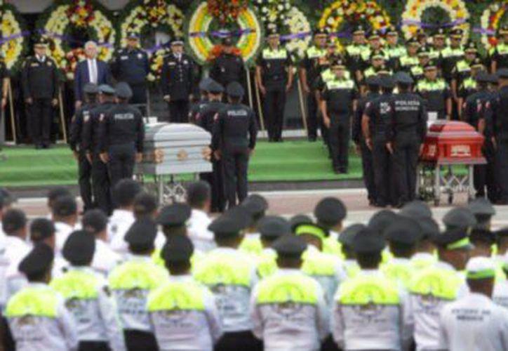 Cinco policías fallecieron tras ser atacados cuando acudieron a atender un llamado de auxilio. (Foto: Twitter/@indalecio_r_v )