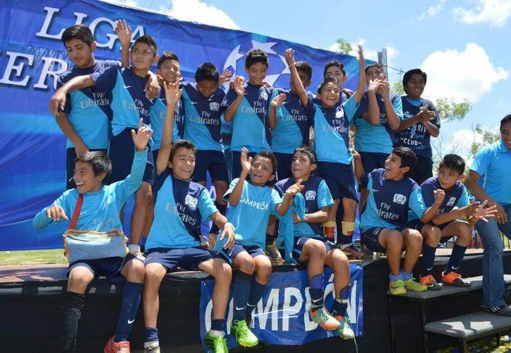 Furia Azul celebra sus títulos. (Milenio Novedades)