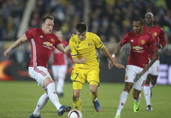 Manchester United y Rostov empataron a un gol, en el partido de ida de los Octavos de Final de la Europa League.(Denis Tyrin/AP)