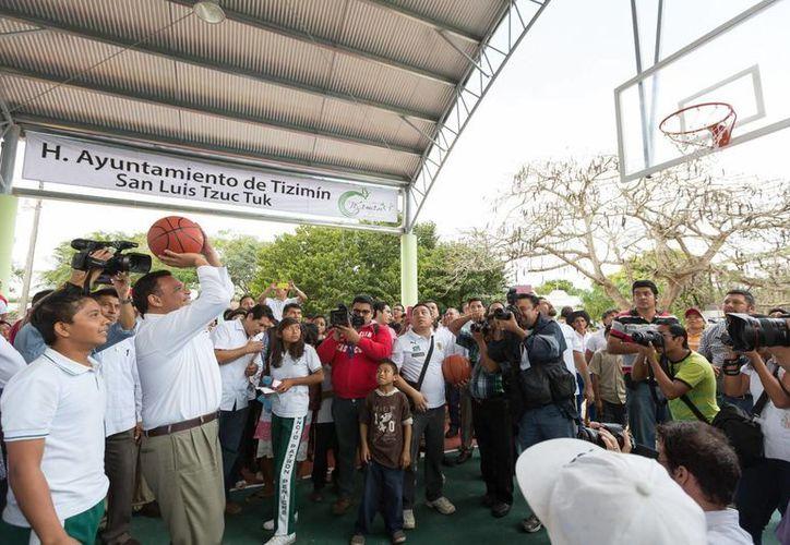 El gobernador Rolando Zapata Bello en una de sus actividades. (SIPSE)