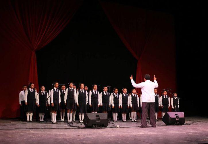 Nueve escuelas primarias participaron en el Concurso de Interpretación del Himno Nacional en el Peón Contreras. (Milenio Novedades)