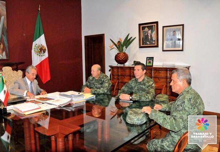 El gobernador Salvador Jara aseguró que la salida de Alfredo Castillo de Michoacán no fue sorpresiva. (Twitter.com/@SJara_gobmich)