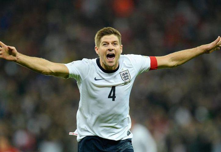 Steven Gerrard no ganó ningún título con Inglaterra, pero ahora se dedicará al 100% al Liverpool. (EFE)