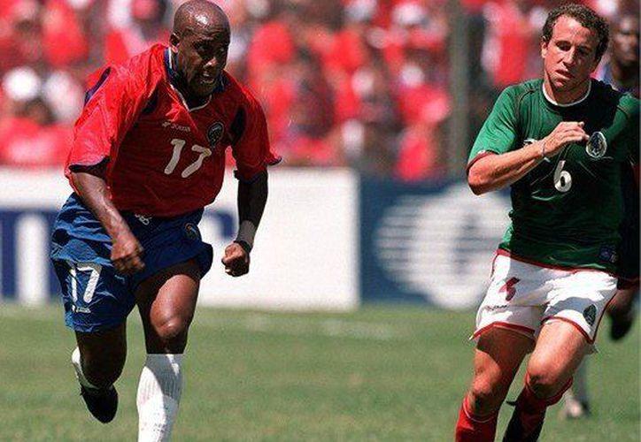 El 16 de junio del 2001 la selección mexicana perdió contra Costa Rica. (Amamos el fútbol).