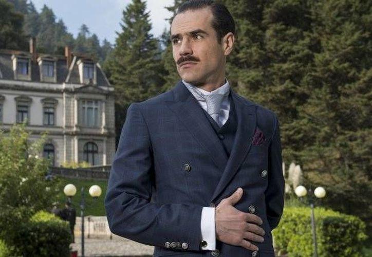 Jorge Poza da vida a Diego Montejo, un villano que busca tener el control absoluto de 'El Hotel de los Secretos'. (infobae.com)