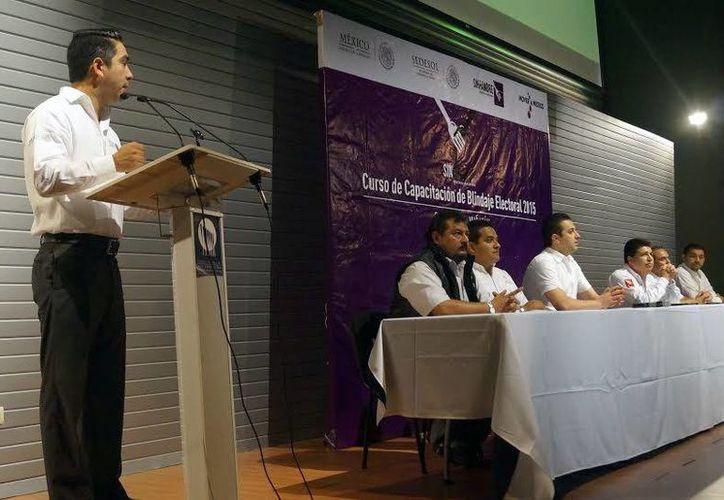 Durante la capacitación sobre blindaje de programas sociales se abordaron temas de la reciente reforma político-electoral. (Milenio Novedades)