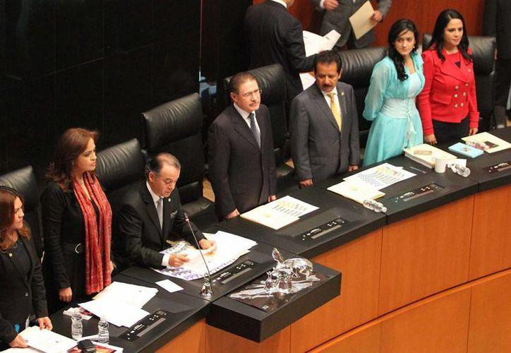 La toma de protesta de la Mesa Directiva del Senado que fungirá durante el periodo comprendido del 1 de septiembre de este año al 31 de agosto de 2014. (Notimex)
