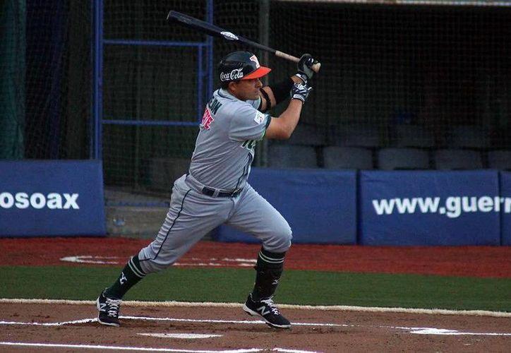 Oswaldo Morejón(Foto) sigue siendo factor para Leones a la hora de batear. El pelotero yucateco se encuentra a un imparable de alcanzar los 2 mil en la Liga Mexicana. (Milenio Novedades)