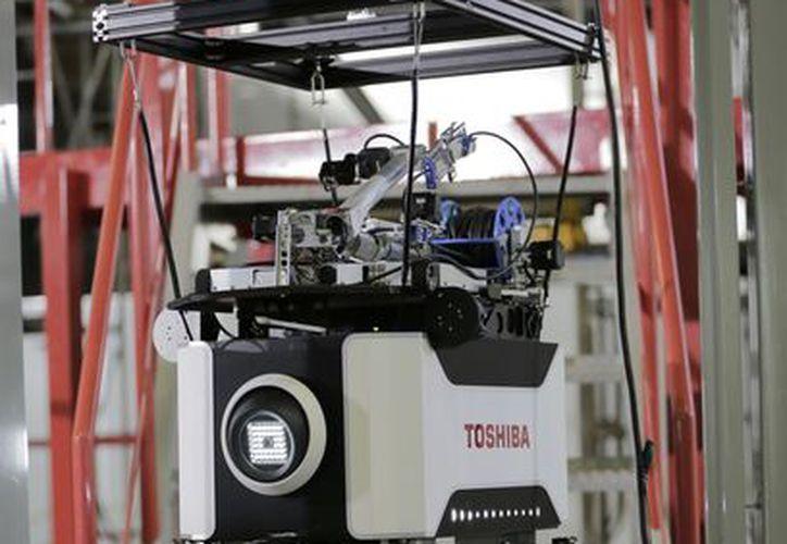 El aparato está equipado con un brazo manipulador y es conducido a control remoto. (Agencias)