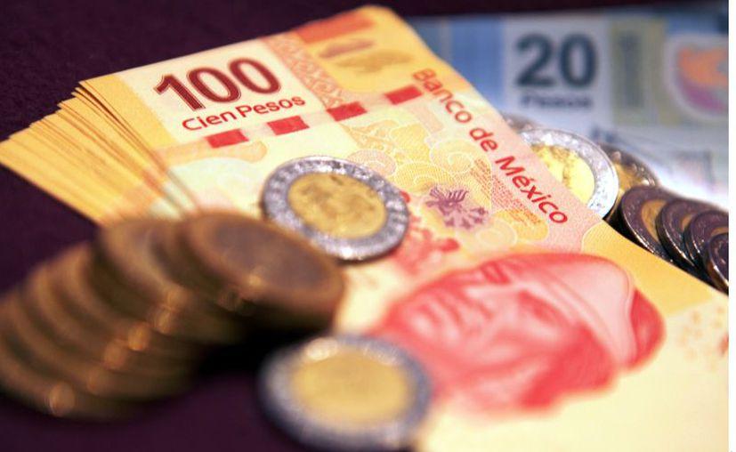 Además, señaló que los servidores públicos que reciban un salario neto anual de hasta 100 mil pesos tendrían un aumento salarial de 3 por ciento. (Agencia Reforma)