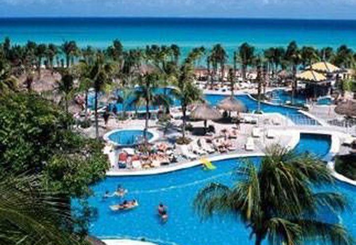Algunos hoteles de la Riviera Maya están mejorando sus servicios, por lo que siguen contratando personal preparado. (Redacción/SIPSE)