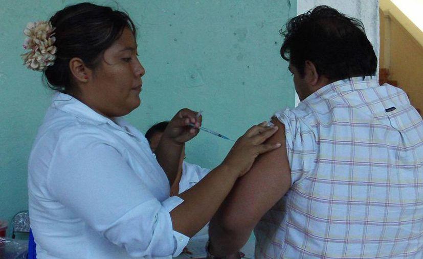 Las vacunas están disponibles en hospitales yucatecos. (Milenio Novedades)