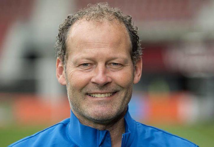 Danny Blind fue elegido nuevo técnico de la selección holandesa y su primer objetivo es clasificar a la Eurocopa del próximo año. (AP)