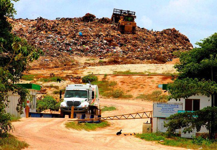 La industria del turismo produce el 40% de la basura que llega al relleno sanitario municipal y la ciudad el otro 60%. (Daniel Pacheco/ SIPSE)